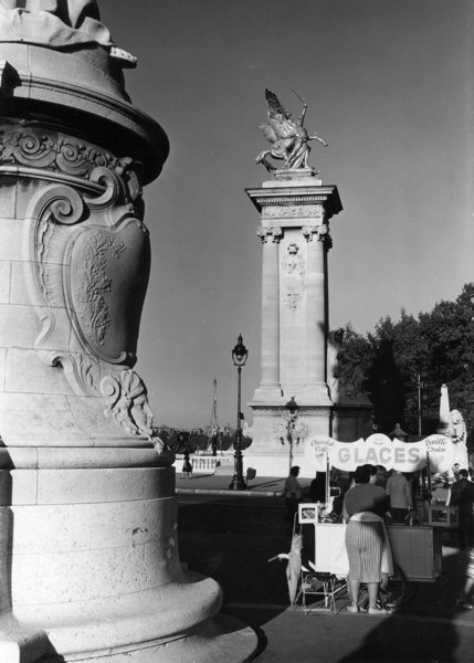 Picture of Ice cream vendor at an end of the Pont Alexandre III, Paris