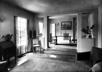 Picture of Pretious Field, Northiam, East Sussex, designed for Victor Guiness: the dining and living rooms
