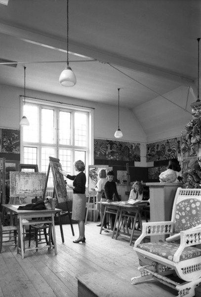 Picture of Bedford High School for Girls, Bromham Road, Bedford: an art class