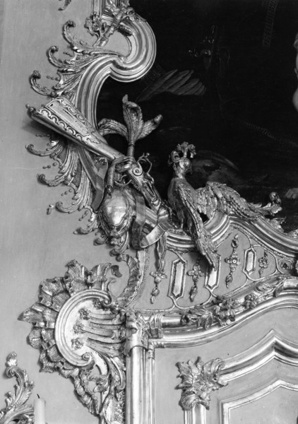Picture of Amalienburg, Schloss Nymphenburg, Munich: detail of the gilt ornamentation in the Hall of Mirrors (Spiegelsaal)