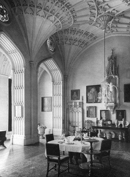 Picture of Arbury Hall, Warwickshire: the dining room with huge fan vaults
