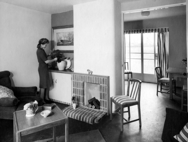 Picture of British Iron and Steel Federation demonstration house: the living room looking through to dining-kitchen