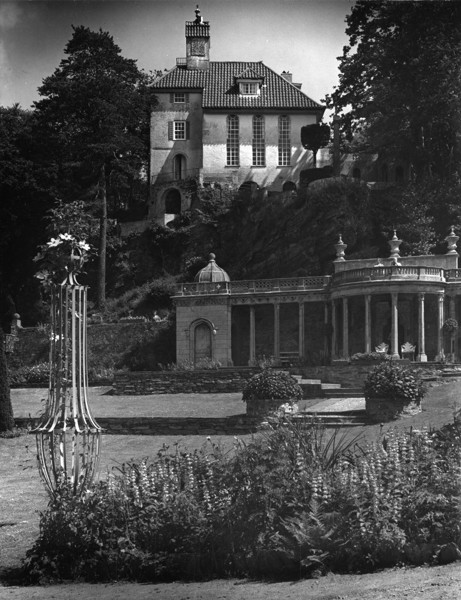 Picture of Bristol Colonnade, Portmeirion, with Chantry in the background