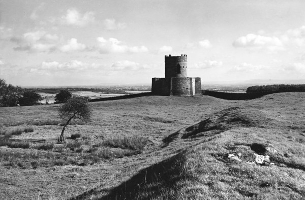 Picture of Aske Hall, Aske, near Richmond: the Oliver Duckett (or Oliver's Ducket) folly