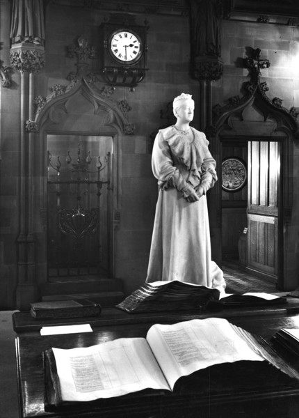 Picture of John Rylands Library, Deansgate, Manchester: statue of Enriqueta Rylands in the reading room