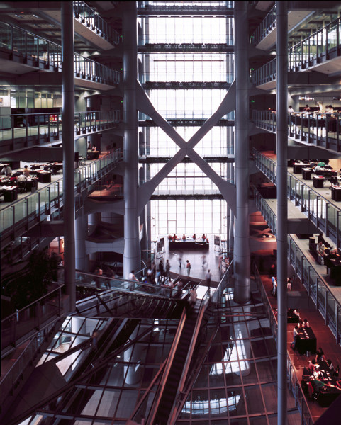 Picture of Hong Kong and Shanghai Bank, Hong Kong: first banking level reception area and atrium above