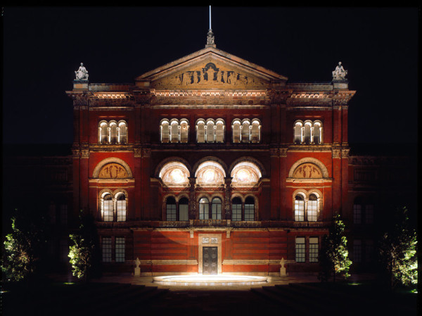 Picture of Victoria and Albert Museum, South Kensington, London: the lecture theatre at night
