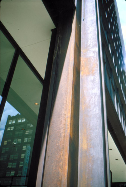 Picture of Richard J Daley Center, formerly the Civic Center, Chicago: steel column oxydidizing
