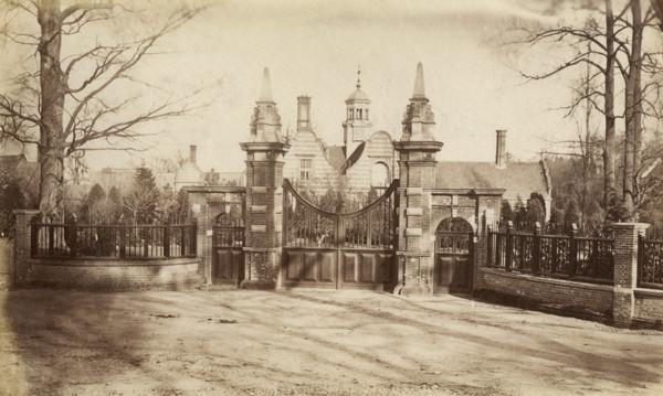 Picture of Garboldisham Manor, Norfolk: the entrance gates