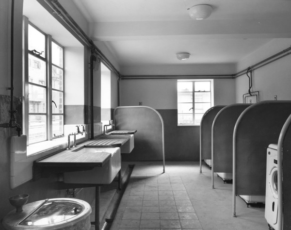 Picture of Ben Johnson House, London: laundry room