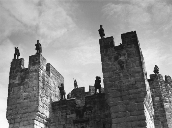 Picture of Alnwick Castle, Northumberland: the upper part of the gatehouse