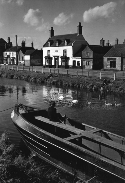 Picture of Barge on canal, Saxilby, Lincolnshire