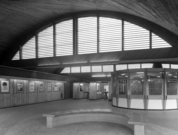 Picture of Oxford Road Station, Manchester: part of the concourse with the booking office to the right