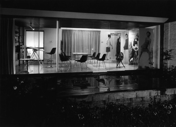 Picture of Bernice Bruton Dress Designs, 35 Canons Drive, Edgware, London, at night