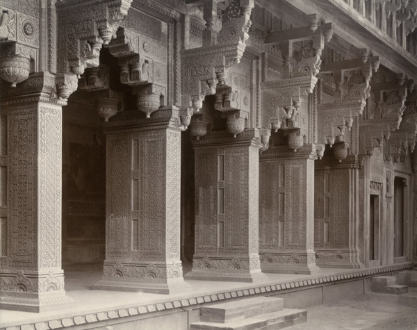 Picture of Agra Fort, Agra: colonnade detail of the Jahangiri Mahal