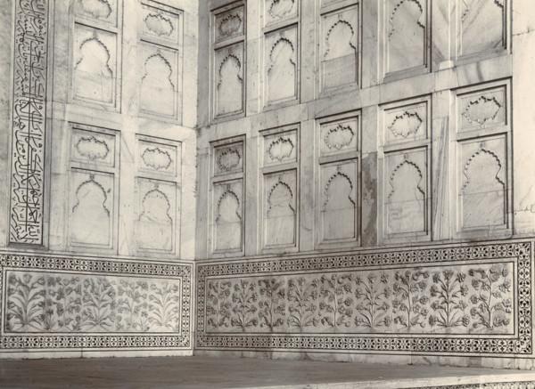 Picture of Taj Mahal, Agra: detail of inlaid work of portal
