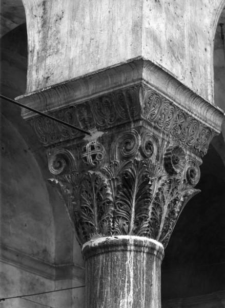 Picture of Church of Theotokos, Hosios Loukas, Distomo, Boeotia: capital detail