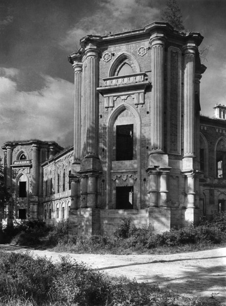 Picture of Grand Palace in a state of dereliction, Tsaritsyno, Moscow