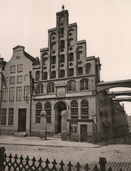 Picture of Haus der Schiffergesellschaft, 2 Breite Strasse, Lubeck: the gabled street facade