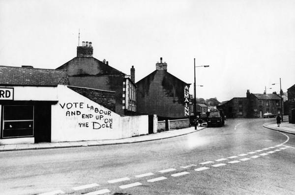 Picture of Alma Inn and graffiti, Main Street, Shildon