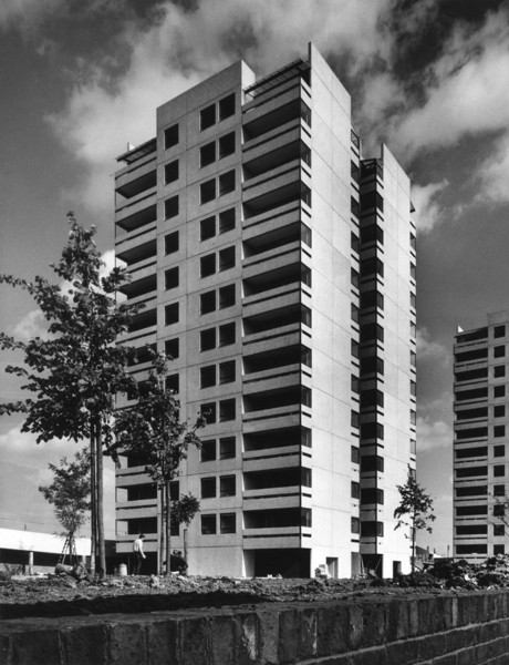 Picture of Clewer House nearing completion, Thamesmead, Greenwich, London