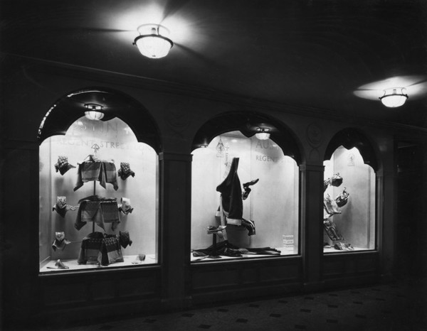 Picture of Austin Reed shop window displays on Deck 'A' of the RMS Aquitania