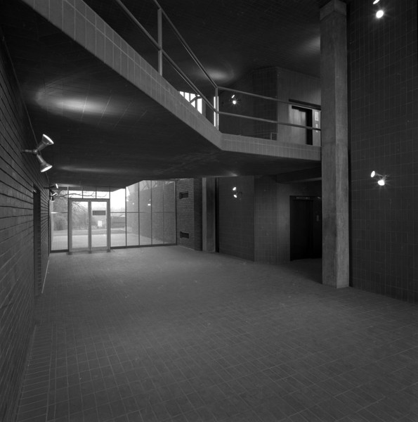 Picture of Engineering Building, University of Leicester: the main entrance hall