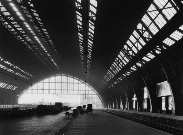 Picture of St Pancras Station, Euston Road, London: the train shed