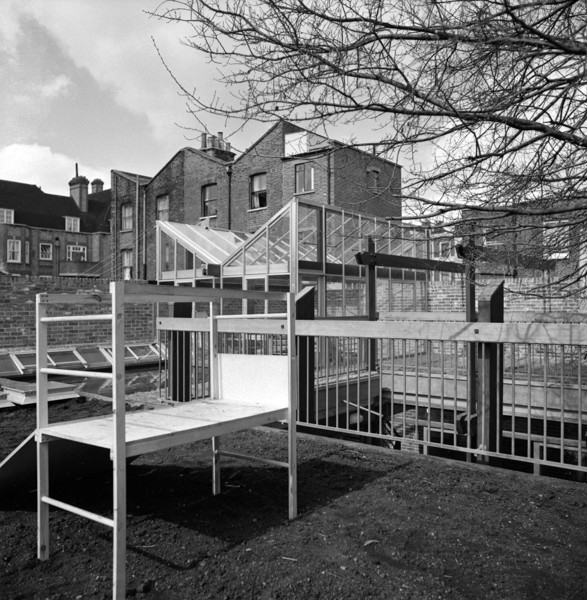 Picture of 15 Torriano Cottages off Leighton Road, Kentish Town, London: the roof terrace play area