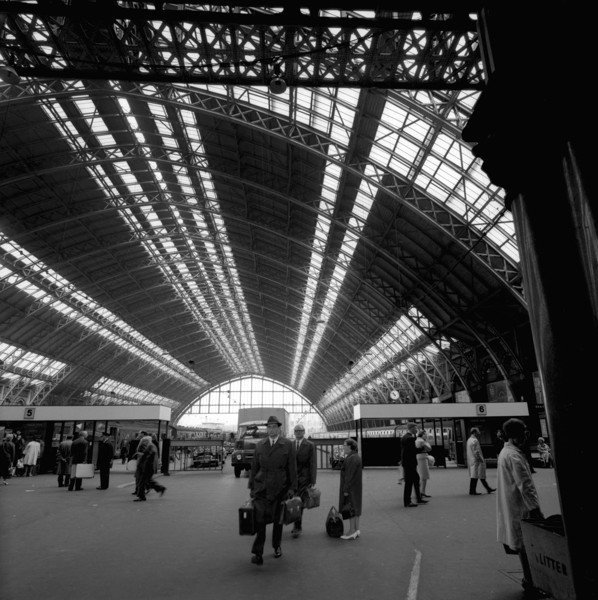 Picture of St Pancras Station, Euston Road, London: the train shed seen from the concourse