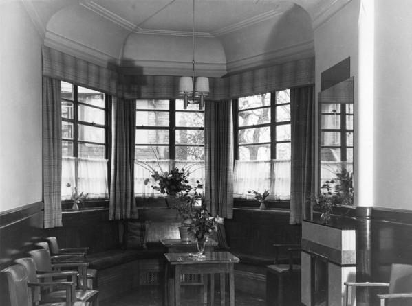 Picture of Adam & Eve public house, Uxbridge Road, Hayes, London: the saloon bar