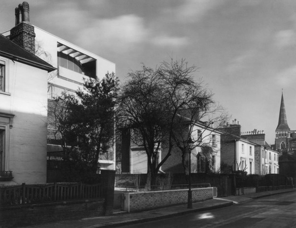 Picture of 32 Newton Road, Paddington, London, seen in its urban context of houses dating from about 1840