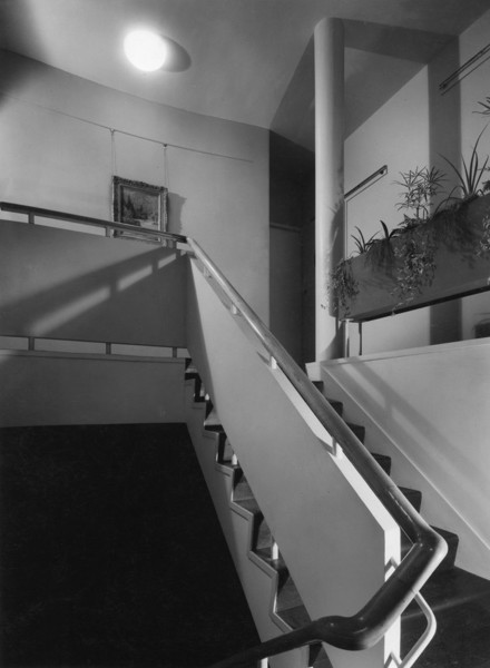 Picture of 32 Newton Road, Paddington, London: the staircase linking the first and second floor