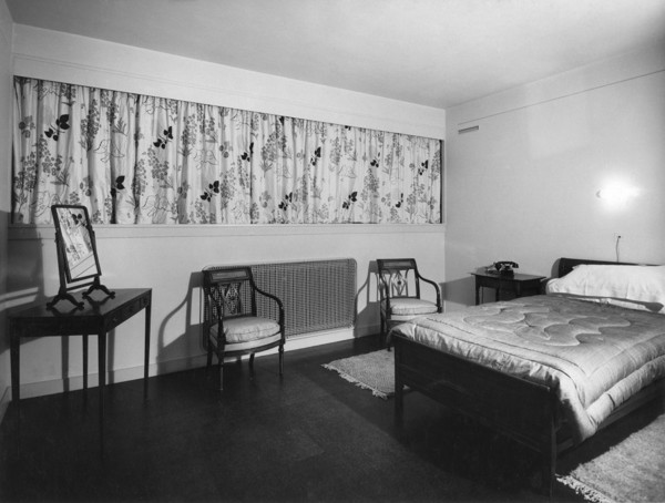 Picture of 32 Newton Road, Paddington, London: one of the two identical bedrooms over the living room