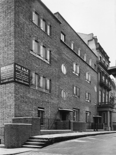 Picture of 4, 6, 8 and 8a Rutland Gate, Knightsbridge, London: street view of numbers 6 and 4
