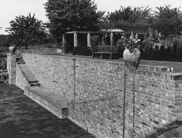 Picture of Additions to Baylins, Penn, Buckinghamshire: the terrace wall at the end of the tennis court