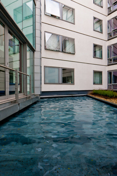 Picture of Friendship House, Belvedere Place, Southwark, London: the pool in the central courtyard