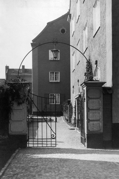 Picture of Apartment house, Stockholm: the entrance gate