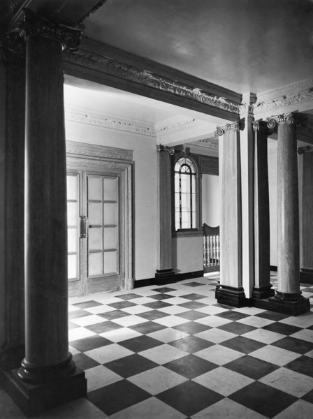 Picture of London Clinic and Nursing Home, Marylebone Road, London: the Devonshire Place entrance hall