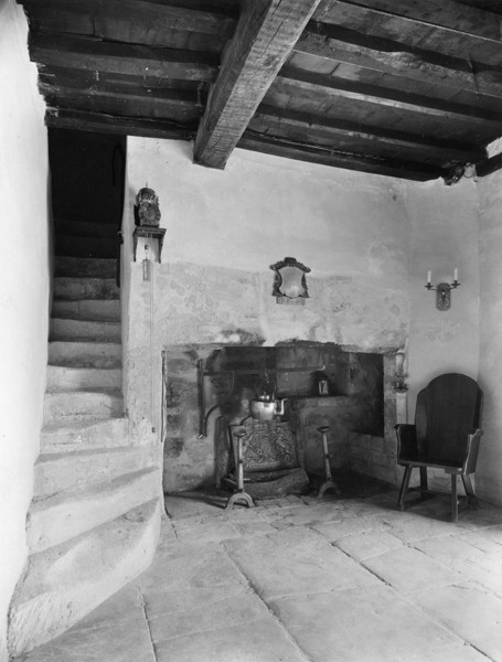 Picture of Halewell Close, Withington, Gloucestershire: the outer hall