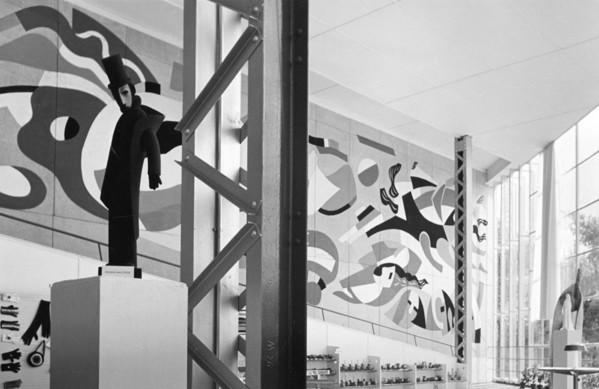 Picture of Pavillon de l'Union des Artistes Modernes, Exposition Internationale des Arts et Techniques dans la Vie Moderne, Paris 1937: mural by Fernand Leger