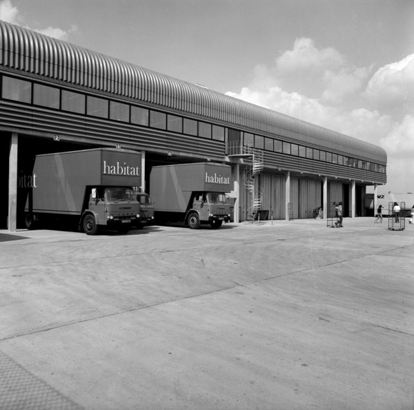 Picture of Habitat warehouse, Wallingford, Oxfordshire: the loading area with the Habitat vans