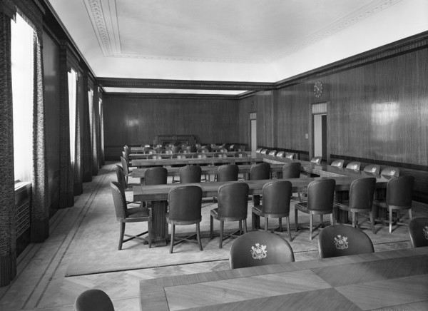 Picture of Guildhall, Victoria Park, Swansea: one of the committee rooms