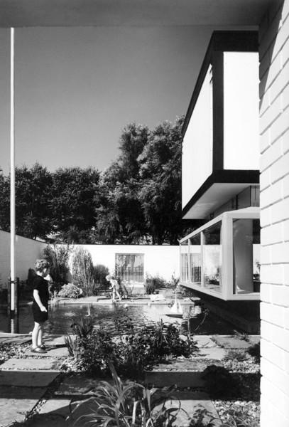 Picture of Architect's house, 10 Regent Avenue, Lytham, Lytham St Anne's, Lancashire: the patio garden