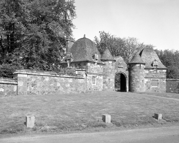 Picture of Formakin, Bishopton, Renfrewshire: the twin gate lodges